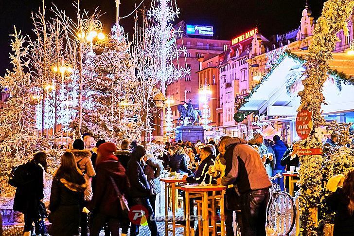 Advent na Trgu bana Jelačića (Božićna bajka) u Zagrebu
