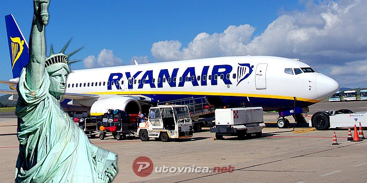 Ryanairov zrakoplov i Kip slobode u New Yorku