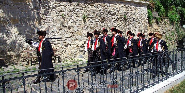 Smjena straže počasne Kravat-pukovnije u Zagrebu