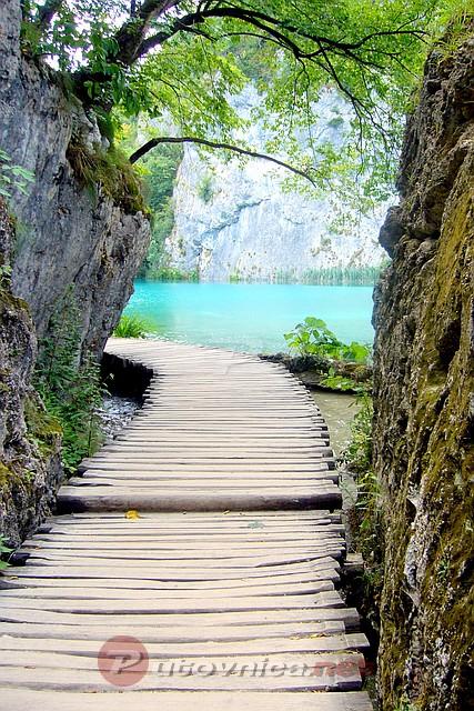 Svi putevi negde vode.. Plitvicka-jezera-drvena-staza-1