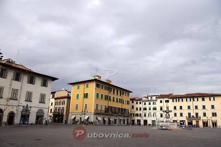 Prato piazza duomo galerije slika na for Piazza duomo prato