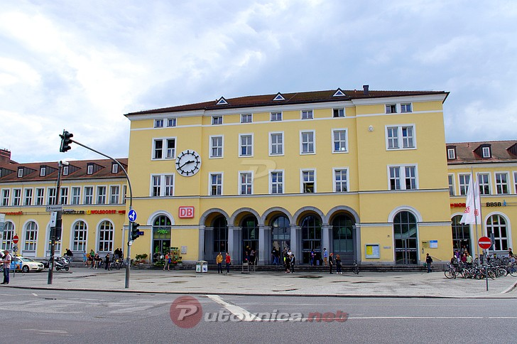 regensburg railway station photo galleries at. Black Bedroom Furniture Sets. Home Design Ideas