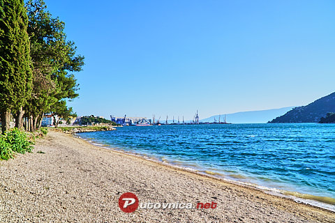 Ploče: beaches and coves