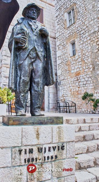Imotski Spomenik Tinu Ujevicu 105411 Slike Na Putovnica Net
