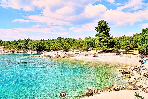 Pinezići (Krk): beaches and coves